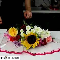 """122 Likes, 1 Comments - Taty Rocha💕 (@tatylovecakes) on Instagram: """"Que tal um lindo Nacked Cake com flores naturais para a Mamãe? 😍😍 Sou apaixonada por eles❤❤❤…"""""""