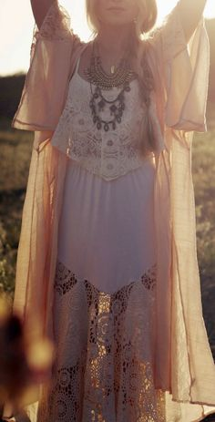 Boho Look | Bohemian boho style hippie chic bohème vibe gypsy fashion indie folk the 70s festival style | vestido com renda e crochet, kimono