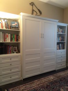 Decorate your room in a new style with murphy bed plans Murphy Bed Office, Murphy Bed Ikea, Murphy Bed Plans, Guest Bedroom Office, Guest Bedrooms, Guest Room, Bedroom Decor, White Painted Dressers, Home Office