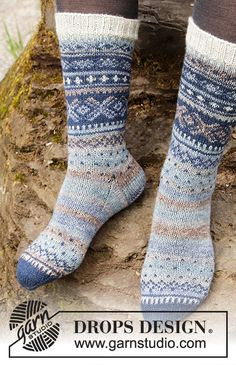 Knitted socks in DROPS Fabel. Piece is knitted with Norwegian pattern. Size 35 to 43 Intarsia Patterns, Fair Isle Knitting Patterns, Fair Isle Pattern, Knitting Charts, Knitting Socks, Knit Patterns, Free Knitting, Drops Design, Gilet Crochet