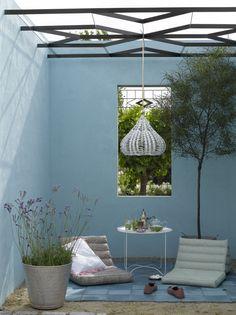 Creëer een sfeervolle plek. Geef je muren in de tuin en/of terras een kleur. Wil je graag verf en kleuradvies? Wij helpen je graag. www.biggelaarverfenwand.nl
