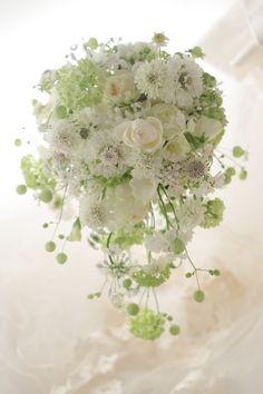 「昨日無事に、挙式、披露宴を終えることができました。」と、翌日に花嫁様からメールをいただきました。許可をいただいてメールをご紹介させていただきます。・・・... Wedding Flower Arrangements, Wedding Flowers, Romantic Flowers, Bridal Bouquets, Dream Wedding, Table Decorations, Beauty, Design, Wedding Bouquets