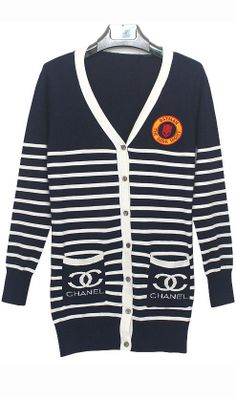 Long-sleeved V-neck two pockets striped sweater channel