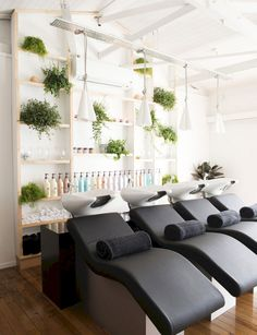 An intimate, luxurious and bespoke hair salon on Auckland's North Shore has created a holistic centre of beauty and wellbeing, incorporating a space for yoga and events, too Belinda wanted to create a look that blended into the natural surrounds, as well Home Hair Salons, Hair Salon Interior, Salon Interior Design, Interior Design Software, Home Salon, Beauty Salon Decor, Beauty Salon Design, Beauty Salons, Hair And Beauty Salon