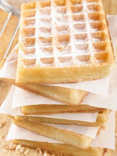 Lightweight and light waffles - waffles - # Adela& Recipes - Crepes Rezepte - Sweet Recipes, Cake Recipes, Dessert Recipes, Fun Desserts, Delicious Desserts, Pancakes And Waffles, French Pastries, Food Cakes, Love Food