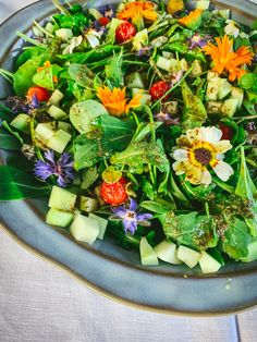 Herb Salad, Edible Flowers, Salads, Spices, Herbs, Restaurant, Dining, Eat, Cooking