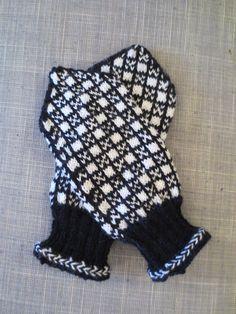Ravelry: A variation on the Norwegian Hardanger mitten pattern by Mijauw Mittens Pattern, Fair Isle Knitting, Mitten Gloves, Ravelry, Knit Crochet, Brother, Barn, Norway, Traditional