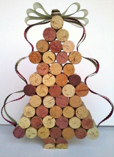 Beautiful Wine Cork Christmas Tree...I like the bow for the one I'm gonna make :)