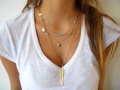 Wahrscheinlich einer der am meisten getragene Stück in Ihre Schmuckschatulle. Diese trendige, Mega schick, Halskette ist ideal für Schichtung abgesehen davon schön auf seine eigene   Diese Halskette kombiniert: Matt vergoldet Feder - 2,5-Zoll lang Ovale Link Halskette, vergoldet, 23-Zoll in der Länge Hummer-Verschluss und 1 verstellbare Kette  Ein perfektes Geschenk für sich selbst oder jemand, den Sie lieben!  Erhältlich in Silber zu…