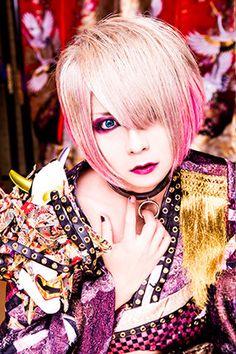 Bass: Hiyori Isshiki (一色日和)   Kiryu (己龍)