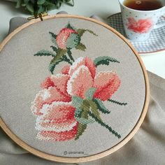 It's a beauty. Cross Stitch Rose, Cross Stitch Flowers, Cross Stitch Charts, Cross Stitch Designs, Cross Stitch Patterns, Beaded Embroidery, Cross Stitch Embroidery, Hand Embroidery, Tattoo Line