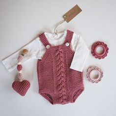 - All Hair Styles Knit Baby Dress, Knitted Baby Clothes, Baby Girl Patterns, Baby Pants, Newborn Pictures, Baby Outfits, Baby Knitting, Mantel, Knitting Patterns