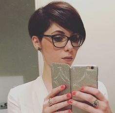Pixie cut and glasses My shade of brunette 💁. - - Pixie cut and glasses My shade of brunette 💁. Brunette Pixie Cut, Pixie Haircut For Thick Hair, Short Pixie Haircuts, Cut My Hair, Pixie Hairstyles, Brunette Hair, Short Hair Cuts, Short Hair Styles, Brunette Glasses
