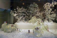 Новогоднее оформление витрин магазина аксессуаров Hermès в Париже