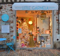 Little Carmela shop window display, vitrine