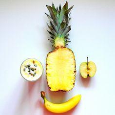 Witaminki się do mnie uśmiechają ❤ - 1/2 ananasa   - 1 banan   - 1 jabłko  - 1/2 szkl. mleka  - 1/2 szkl. wody  - 1 łyżka pestek dyni ❤  Wszystko (oprócz pestek) razem wrzucamy do blendera i miksujemy. Jeśli komuś będzie za gęste można dodać trochę więcej mleka lub wody, to już wedle uznania. Przelać do szklanki, posypać pestkami i pić pyszne witaminki :) Smacznego ❤