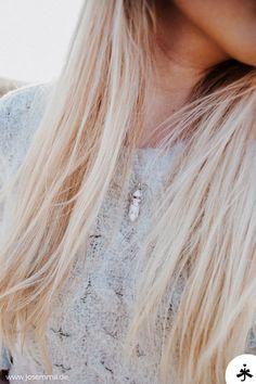 Pendelketten gibt es in verschiedenen Styles, sei es in Gold, Silber oder Rosegold. Kombiniere dein Schmuckstück lässig oder elegant. Josemma, Schmuck, Pendel, Pendelkette, Accessoires, Ketten, Halskette, Marmorkette, Marmorschmuck, Marmor, Design, Fashion, Jewelry, Schmuckstück Festival Fashion, Festival Style, Gold Silber, Outfit Trends, Boho, Neue Trends, Long Hair Styles, Elegant, Beauty