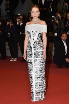 Lea Seydoux in Louis Vuitton at the 'Under the Silver Lake' premiere at the 71st Annual Cannes Film Festival  #cannes2018 #leaseydoux