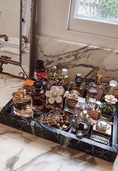 Perfume Storage Ideas and Inspiration For Karen GilbertArmario. Perfume Storage Ideas and Inspiration For Karen Gilbert Perfume Storage, Perfume Organization, Perfume Display, Perfume Tray, Home Organization, Makeup Storage Organization, Organizer Makeup, Dresser Drawer Organization, Cosmetic Storage