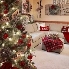 Thinking about Cozy Christmas Decorations? Try these adorable farmhouse Christmas Decor Ideas. Christmas Interiors, Christmas Living Rooms, Christmas Room, Noel Christmas, Winter Christmas, Christmas Ideas, Christmas Gifts, Farmhouse Christmas Decor, Country Christmas