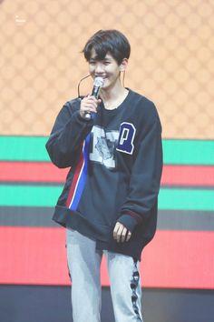 Baekhyun - 170906 HotTracks + KTown4U mini fanmeeting Credit: Meraphic.