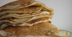 This simple pancake recipe will make a versatile pancake, perfect for pancake day or any day. You can't beat Saturday morning pancakes, try one of our pancake t Brunch Cafe, Breakfast Cafe, Breakfast Items, Best Breakfast, Breakfast Recipes, Pancake Toppings, Griddle Cakes, Brunch Spots, Top 5