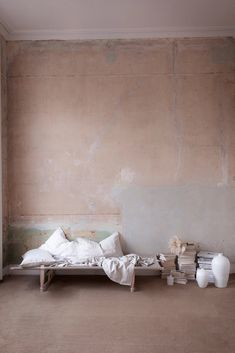 Making the most of what we have - using our bare plaster walls and stacks of books as bedroom decor. Pantone, Distressed Walls, Living Room Decor Inspiration, Minimalist Room, Old Wall, Plaster Walls, Fashion Room, Textured Walls, Living Room Designs