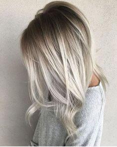 Haare grau tönen eine graue Bluse und schöne Ombre Haare mit grau und blond