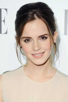 Looking for Emma Watson hairstyles Through The Years? Form short to long Emma Watson hairstyles we got it all. Access Emma Watson hairstyles photos and pick yours. Flawless Makeup, Skin Makeup, Wedding Hair And Makeup, Bridal Makeup, Maquillage Emma Watson, Make Up Braut, Poses References, Braut Make-up, Natural Make Up