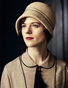 Downton Abbey Season 6 - This is Rose Leslie as Gwen Dawson Harding, the former housemaid who left service to better herself as a secretary, now a guest for lunch at Downton Abbey. Watch Downton Abbey, Downton Abbey Season 6, Downton Abbey Fashion, Downton Abbey Costumes, Downton Abbey Characters, Angel Princess, Princess Anna, Rose Leslie, Lady Mary