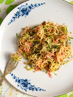 """FETUCCINI"" DE CALABACINES CON SALSA DE TOMATE (Zucchini Fetuccini with Tomato Sauce) #recetas #recipes"