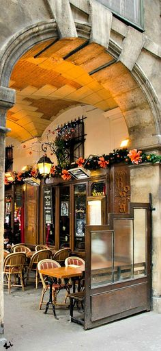 terrasse in Place des Vosges - Paris, France Beautiful Paris, I Love Paris, Paris Travel, France Travel, Travel City, Place Des Vosges Paris, Places Ive Been, Places To Go, Belle France