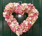 zojuist gemaakt van hortensia`s van eigen bedrijf. leuk voor aan je voordeur.