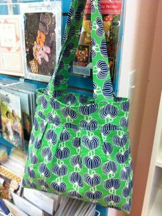 Looking for sewing project inspiration? Check out Pleated Tote by member Treelotta.