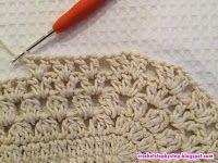 No passo a passo de hoje vamos aprender como confeccionar este lindo tapete oval modelo Russo. Crochet Doily Rug, Crochet Coaster Pattern, Crochet Rug Patterns, Crochet Tablecloth, Crochet Crafts, Crochet Stitches, Free Crochet, Oval Rugs, Knitted Bags