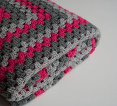 Granny square blanket pink and grey