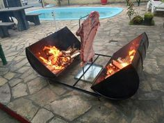 Fire Pit Design Idea For More Attractive – Best Outdoor Fire. Find ideas for outdoor fire pit and fireplace designs that let you get as simple or as fancy as your time and budget allow. Fire Cooking, Outdoor Cooking, Bbq Grill, Grilling, Asado Grill, Barbecue Smoker, Outdoor Fire, Outdoor Decor, Welding Projects