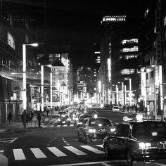 Instagram【seiji_39】さんの写真をピンしています。 《#日本橋 #nihonbashi  #夜散歩 #車 #car #夜景 #夜景ら部 #夜景倶楽部 #街灯 #light #blackandwhite #night #photo #ig_japan #night_photography #光 #night_view #followme #tokyonight #loves_japan #loves_tokyo #photography  #写真好きな人と繋がりたい  #ファインダー越しの私の世界 #スマホ越しの私の世界 #スマホカメラマン #love #モノクロ #monochrome  #モノクロームの世界》