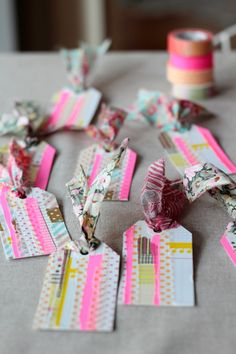What is washi tape? We must find and acquire washi tape, no? Tapas, Scrapbook, Diy Washi Tape Crafts, Holiday Gift Tags, Handmade Tags, Pretty Packaging, Gift Packaging, Gift Wrapping, Wrapping Ideas