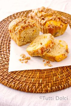 peach streusel bread with peaches on top for National #Peach month. #Recipe
