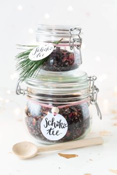 Schokotee selber machen DIY gift for Christmas: make chocolate tea yourself – make tea yourself White Sharpie, Personalized Bookmarks, Christmas Gifts, Xmas, Birth Gift, Diy Presents, How To Make Tea, Craft Shop, Homemade Crafts