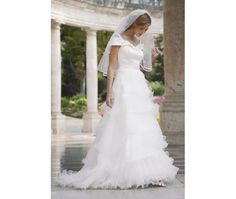 Many couples who get married soon want to know : How much does a wedding dress prices Not quite so simple, because it depends on several factors. Wedding Dresses Under 500, Wedding Dress Types, Wedding Dress Prices, Affordable Wedding Dresses, Classic Wedding Dress, Modest Wedding Dresses, Bridal Dresses, One Shoulder Wedding Dress, Wedding Gowns