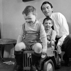 Gregory Peck with his sons Jonathan and Stephen, 1951.