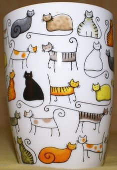 Cat mug. Good for showing different kinds of simple kitty shapes. Sharpie Crafts, Sharpie Art, Sharpies, Sharpie Projects, Pottery Painting, Ceramic Painting, Crazy Cat Lady, Crazy Cats, Painted Mugs