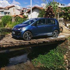 O @leo_felix e o Murilo Góes resolveram Colocar o #Volkswagenup! para encarar o que der e vier em Cunha. #Volkswagen #up!