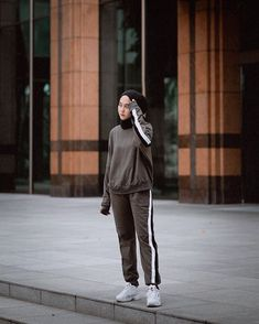 Sport look women fashion 58 ideas Modern Hijab Fashion, Muslim Fashion, Casual Hijab Outfit, Hijab Chic, Sports Hijab, Mode Turban, Fashion Pants, Fashion Outfits, Islamic Clothing