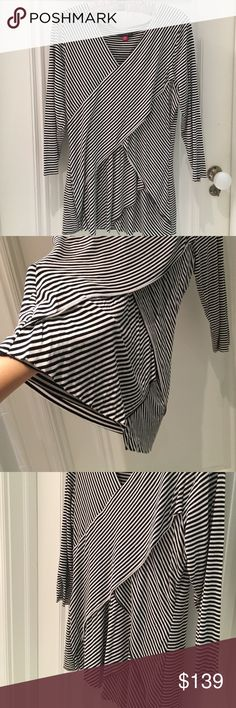 """{Vince Camuto} Striped layered top 🎁Offers encouraged & flexible                                                                                🔑Bundle to save 10%                                                                                                   👍Like for price drop notifications                                     EUC, no stains spots or loose threads. 95% rayon 5% spandex. Top of neck to hem ~20"""", sleeves ~16"""", breast width ~14"""". Vince Camuto Tops"""