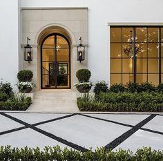 Dream Home Design, Home Interior Design, Dream House Exterior, House Entrance, Classic House, House Goals, Exterior Design, Future House, Beautiful Homes