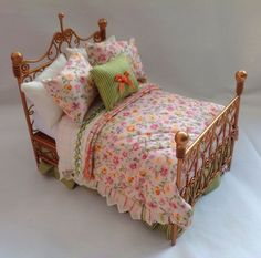 DOLLS HOUSE MINIATURES  Luxury Handmade Antique Gold Wire Double Bed - Flora