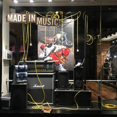 who 16 Best Ideas Clothing Store Displays, Store Window Displays, Dr. Martens, Guitar Display, Window Display Design, Retail Windows, Visual Merchandising, Store Design, Gibson Guitars